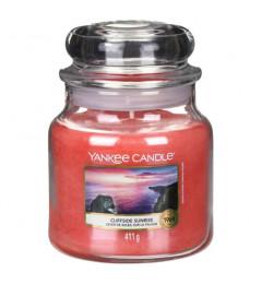 Mirisna sveća u tegli M - Cliffside Sunrise (nektarine, jagoda, hibiskus)